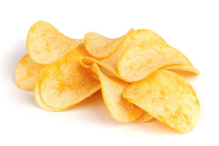 Le chips di patate sono delle sottilissime patatine fritte, croccanti e davvero golose. Ecco come prepararle in casa