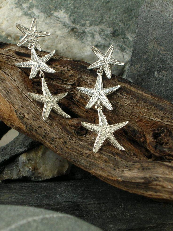 Orecchini in argento 925/1000 con tre stelle marine, realizzati artigianalmente con la tecnica della fusione a cera persa. #RRorafi #GioielliCheAttraversanoIlTempo