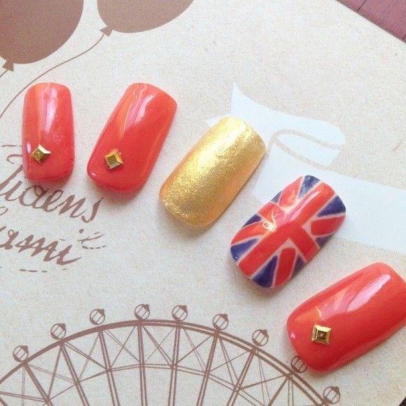 イギリスの国旗・ユニオンジャックをネイルチップにしました。ゴールドを配色し、華やかな印象に。ベース・カラー・トップすべてジェル使用。 チップサイズオーダーで1... ハンドメイド、手作り、手仕事品の通販・販売・購入ならCreema。