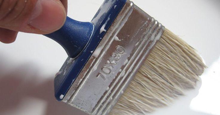 Como despejar 18 litros de tinta de uma lata. Uma lata de 18 litros de tinta pesa aproximadamente 22 kg e retirar o líquido desse recipiente pode ser uma tarefa difícil. A maioria dessas latas está equipada com um abertura na tampa, o que permite controlar a quantidade de tinta que sai quando o recipiente está inclinado. No entanto, para melhores resultados, compre um bico dosador de plástico ...