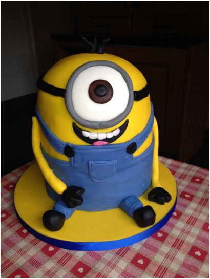 How to make a Despicable Me Minion birthday cake - DNA Kids