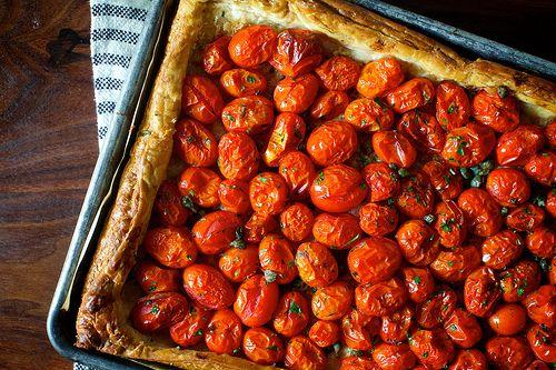 Herb Tomato and Roasted Garlic Tart  http://smittenkitchen.com/blog/2014/09/herbed-tomato-and-roasted-garlic-tart/