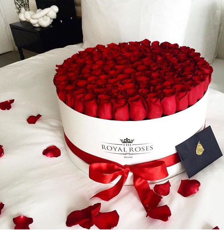 Red roses box. Rose petals. #flowers #romantic #love #bow