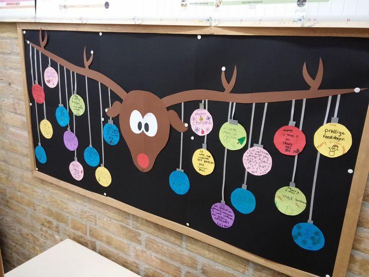 Gemaakt in groep 7/8, heel vrolijk met kerst! Allemaal een kerstwens op een rond blaadje als kerstbal.