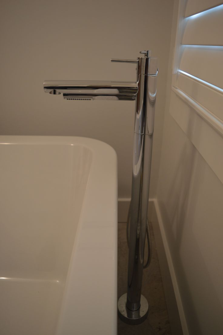 Floor Mounted Bath Tub Faucet Used With Free Standing