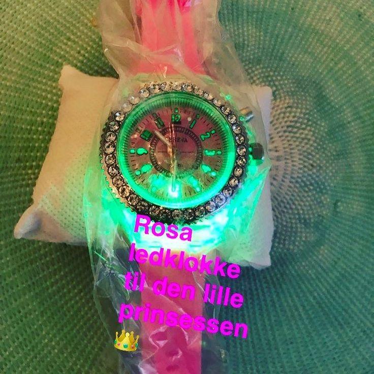 Rosa ledklokke for små prinsesser er alltid en slager #ledtrend #ledklokke #klokke #rosa #rosaklokke #prinsessen #prinsesa #prinsesser #kvalitet #smartklokke #tid #ledsquad #komfort