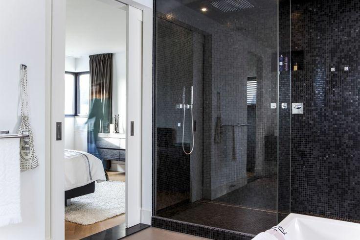 Design inloopdouche met een glazen douchewand tot het plafond inloopdouche pinterest - Tot een badkamer ...