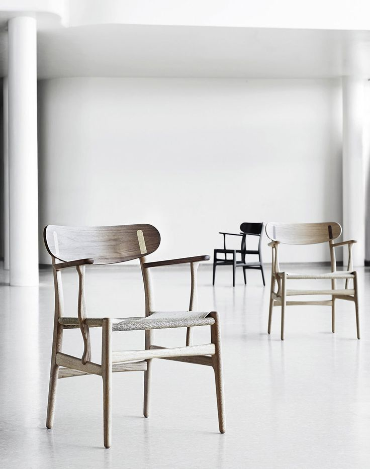 Carl Hansen & Søn has breathed life into Hans J. Wegner's previously unknown CH26 dining chair design from 1950. The CH26 chair has finally been brought to life in line with Wegner's original sketch. Its curved organic shapes and exceptional craftsmanship make it a true Wegner classic.