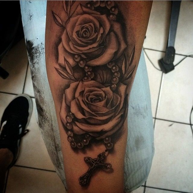 Roses and rosary beads by Bullseye Tattoo artist @victormodafferi ...