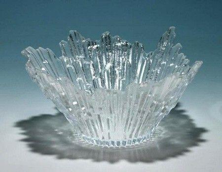 600,- Stor glass bolle i klart glass designet av Tauno Wirkkala. Serie: 'Revontulet' ('Nothern Lights'). Produsent: Humppila Finland. Har fortsatt original merket på. Produksjonsår: ca 1960-1970