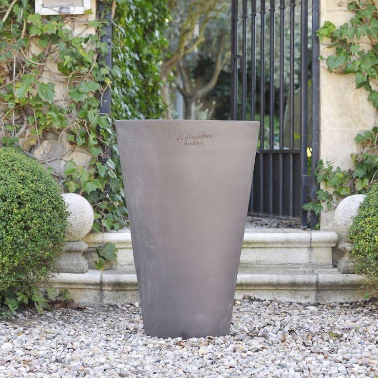 les 10 meilleures images du tableau poteries modernes sur pinterest jardin en pots terrasses. Black Bedroom Furniture Sets. Home Design Ideas