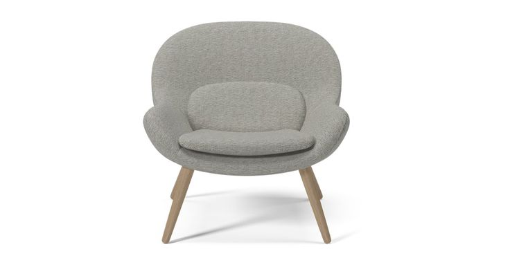 Både svært nordisk og moderne, men samtidig med referanser til 1950-tallets og 1960-tallets klassiske lenestoler. Philippa, skapt av designgruppen Busetti Garuti Redaelli, har en organisk form og myk komfort i høysetet.