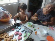 Todos os anos no natal seguimos essa tradição e até hoje usamos as forminhas que eram da minha bisa. Cada família tem uma receita,
