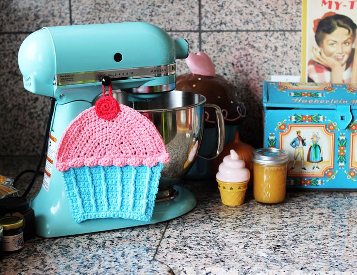 Free pattern and video tutorial for cupcake dishcloth by Twinkie Chan