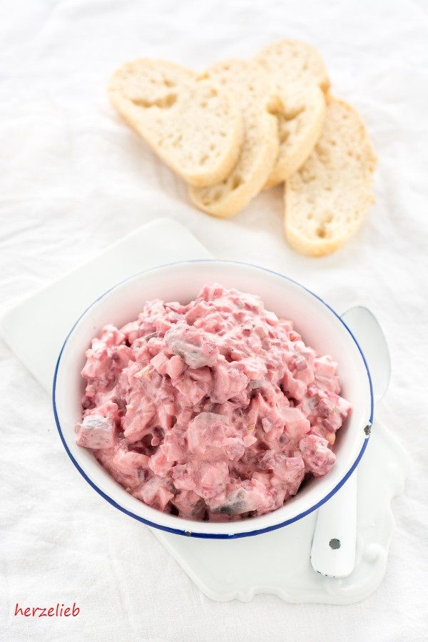 Heringsalat Rezept - nach Hausfrauenart mit roter Bete