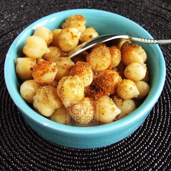 Spicy chickpeas as street food | giverecipe.com | #chickpeas #snack