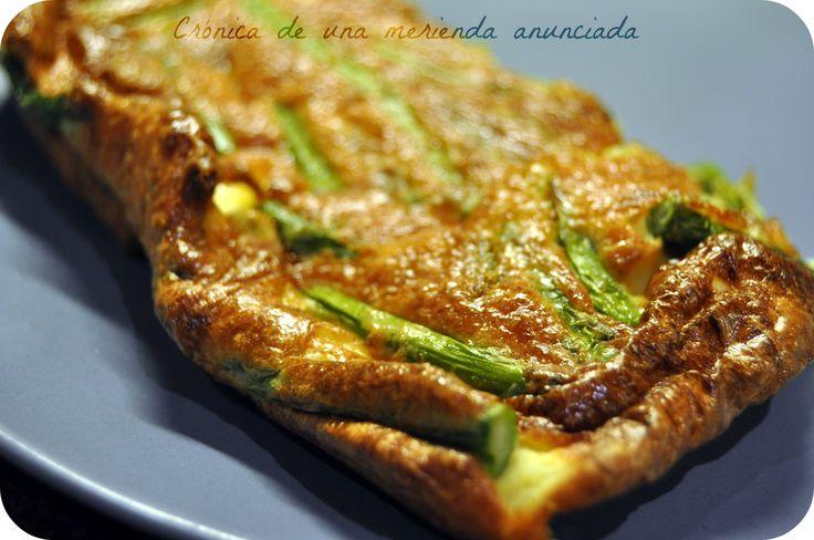 Oven-baked asparagus, onion and turmeric frittata