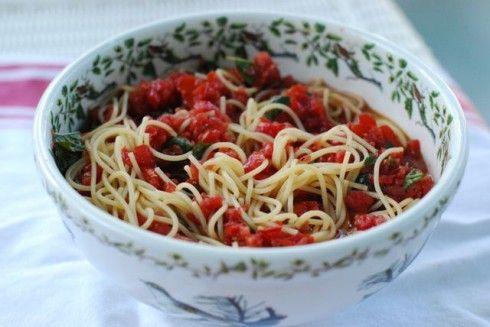 Spaghetti with Raw Tomato Basil Sauce {Powernap} #GROWmethod #recipe @Kelsey/TheNaptimeChef
