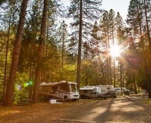 Set up camp at beautiful Yosemite Lakes Rv Resort! - Groveland, CA