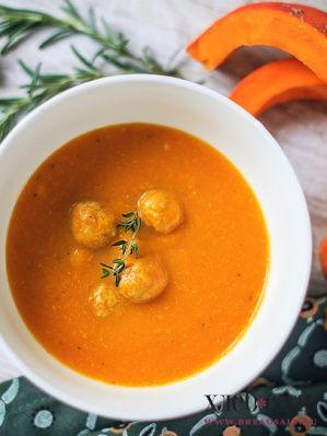 Тыквенный суп с куриными фрикадельками и моцареллой