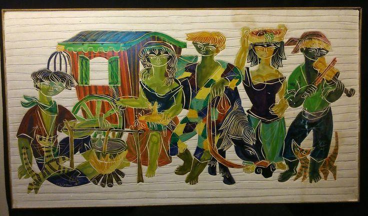 VP de CAYEUX Grand panneau plâtre peint ciselé Signé daté 1956 Campement Gitans