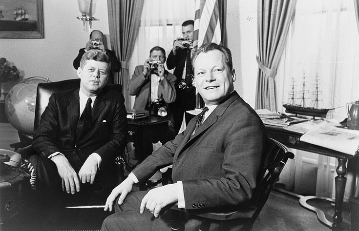 1961. 14 Mars. John F. Kennedy meeting with Willy Brandt. By Marion S. TRIKOSKO.