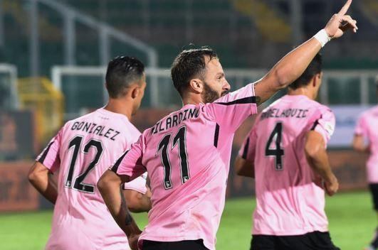 Palermo-Inter 1-1: Gilardino risponde a Perisic, nerazzurri in 10 nel finale - http://www.maidirecalcio.com/2015/10/24/palermo-inter-1-1-gilardino-risponde-a-perisic-nerazzurri-in-10-nel-finale.html