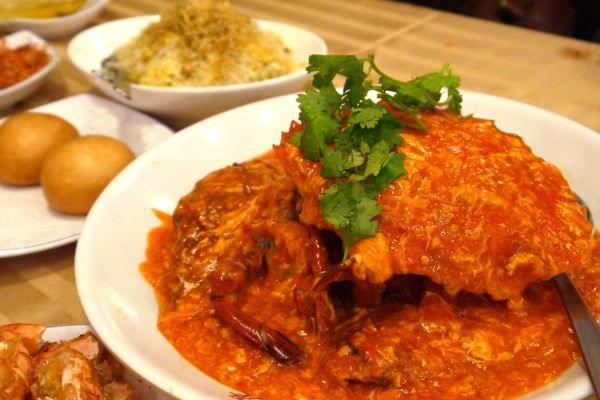 シンガポール名物「チリクラブ」の食べ比べポイントは?