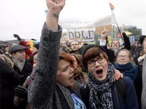 Finlandiya'da eşcinsel evliliklerine eşit haklar