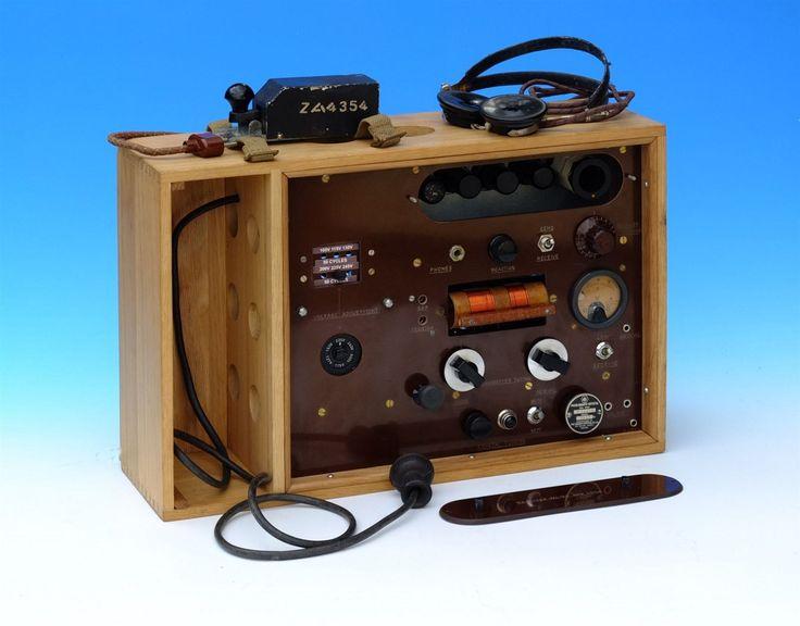 Radiostanice Mk. VI C ze sbírek Národního technického muzea, jejíž prostudování pomohlo k sestavení plánů pro stavbu repliky.