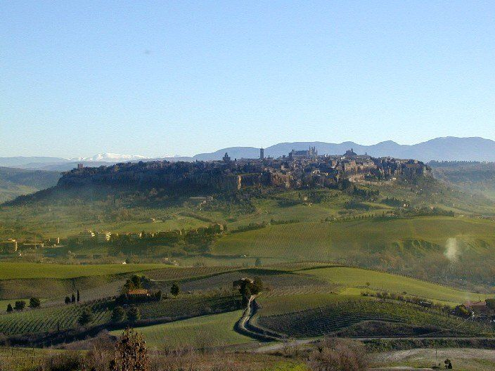 """Allerona nel Terni, Umbria - Una proposta di cammino autentica per tornare a respirare e """"sentire"""" l'ambiente che ci circonda, come ormai raramente puo' capitare in un'esistenza dominata da infiniti stimoli e rumori di fondo!"""