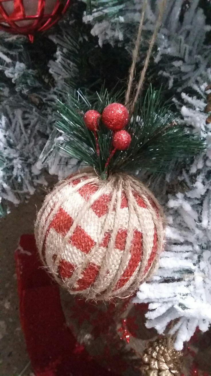 bola decorada con cuerdas