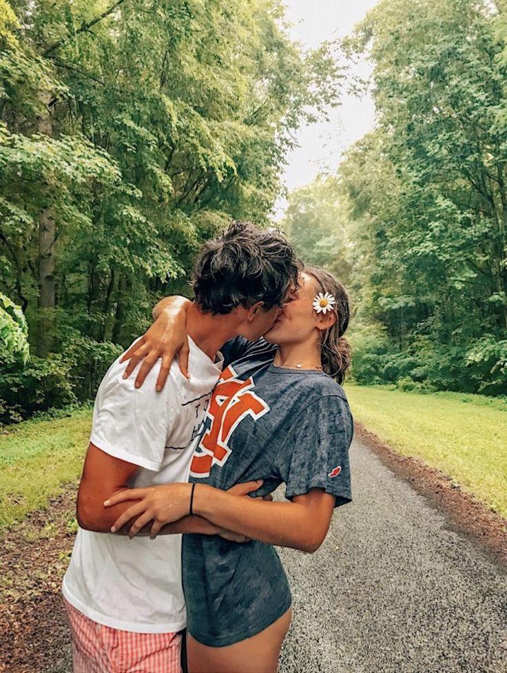 время молодая пара целуется фото головка эхинококка имеет