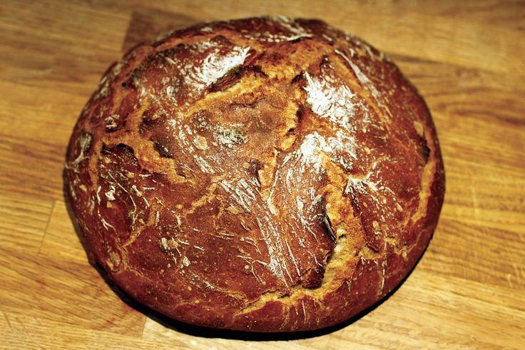 '¿El secreto para hacer un buen pan casero? Dos fundamentales: buenos ingredientes y paciencia' Aunque algo laborioso, a los que nos gusta la cocina disfrutamos haciendo nuestros propios panes en casa. Aquí os explicamos todos los secretos de cómo hacer pan casero, receta paso a paso, con consejos sobre el amasado y refinado de la… Leer más »
