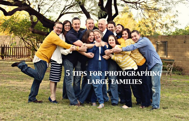 Photographing Large Families – 5 tips to a successful session! | Jasmyn Anderson Photography http://www.azandersonphotography.com/2014/04/02/photographing-large-families-5-tips-to-a-successful-session/