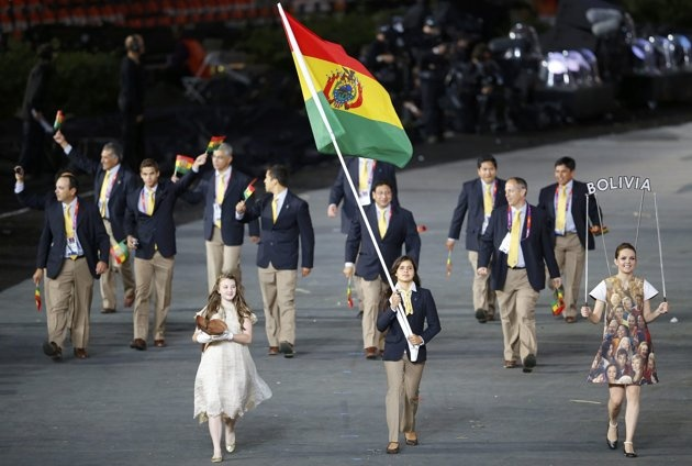 Bolivia's Karen Milenka Torrez Guzman holds the national flag as she leads the contingent in the athletes parade during the opening ceremony of the London 2012 Olympic Games at the Olympic Stadium July 27, 2012.