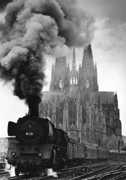 1930er Köln - Dampflok vor Kölner Dom (Foto: Alfred Tritschler)