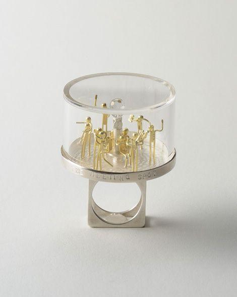 The meeting spot (Ring / Sept.2008) Sterling silver, 18K gold, plastic, quartz