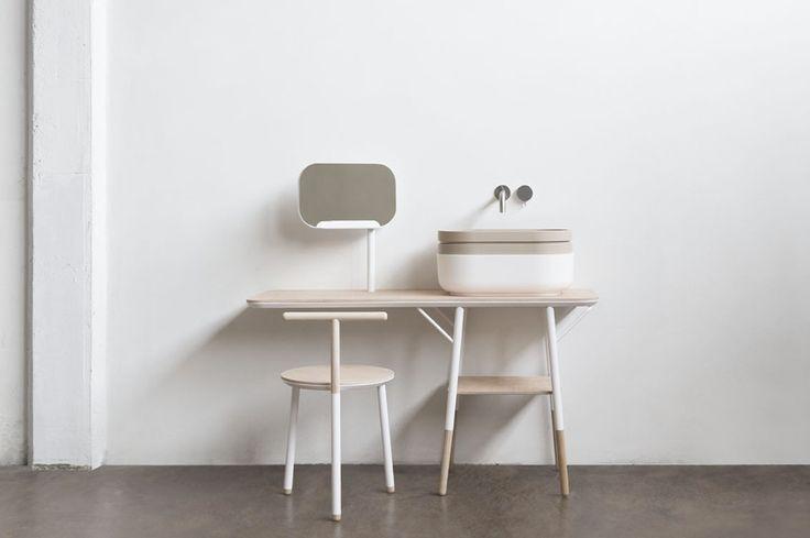 Novello presenterà al Salone la nuova collezione di accessori e contenitori per l'arredo bagno, disegnata da Stefano Cavazzana e ispirata alla semplicità giapponese.