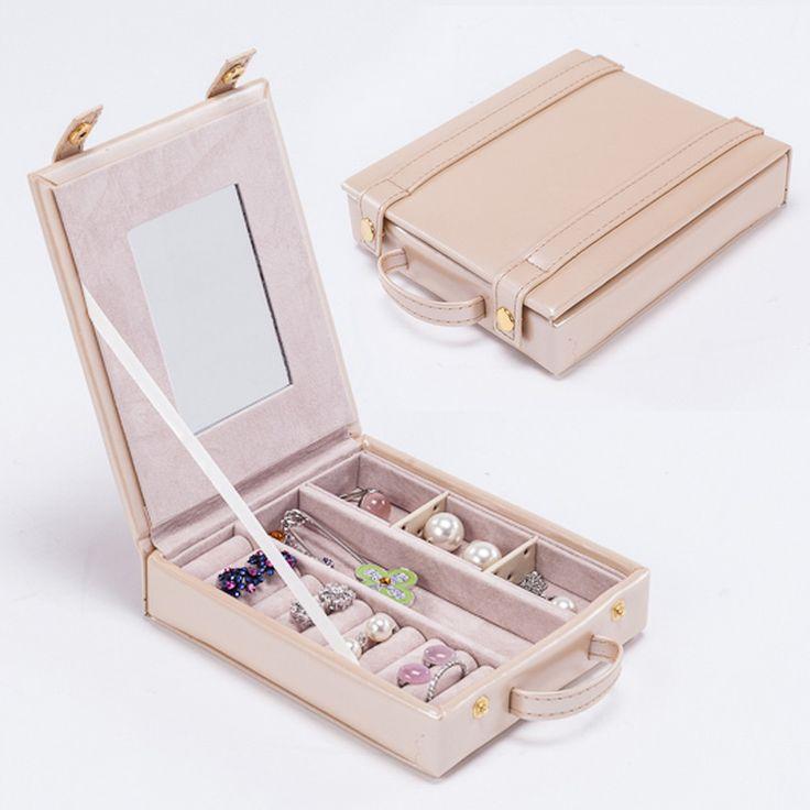 Купить товарВысокое качество бежевый кожа для хранения ювелирных изделий чехол портативный сумка для кольцо ожерелье браслет серьги держатель в категории Упаковка ювелирных изделийна AliExpress.       Деталь:             Размер:       15 м (l) * 12.5 см (w) * 3.5 см (h)          Пакет включает ювелирные изде