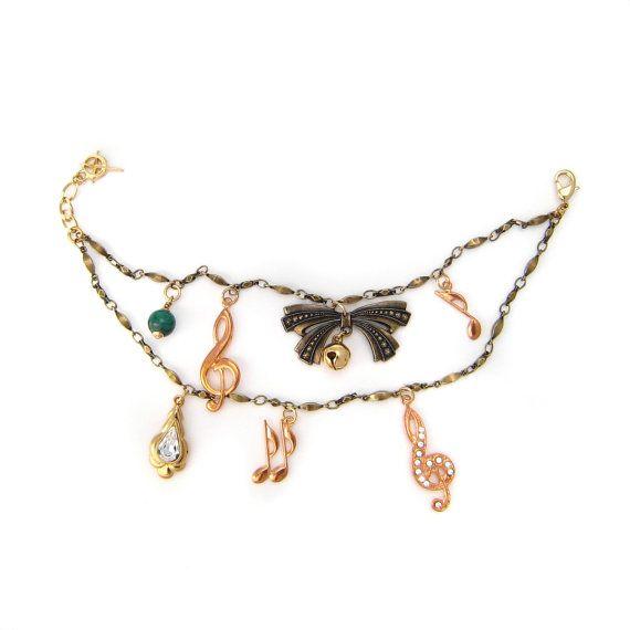Bracelet noeud en métal doré, cristaux Swarovski, grelot et pierre fine malachite issu du thème Symphonie, en vente sur mon e-shop Etsy 15€ ©VisionOfJewels by ThierryRégnier