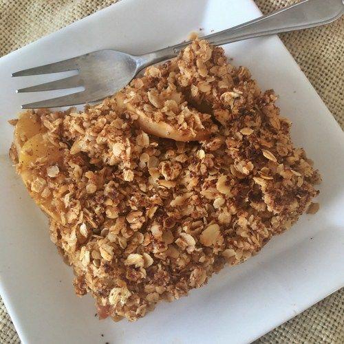 Que rica es la combinación manzana + avena  Aprende a preparar este sencillo crumble de manzana en versión saludable para disfrutar ya sea tibio o frío. Ñam! Mira la receta completa.