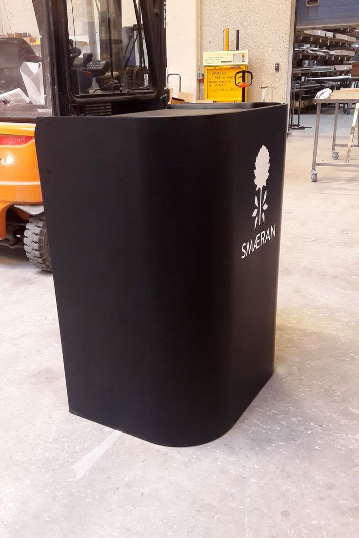 Impact lectern, rostrum and podium in massive Corian®, linoleum table top. Talerstol og pult i massivt Corian®, linoleum plade.