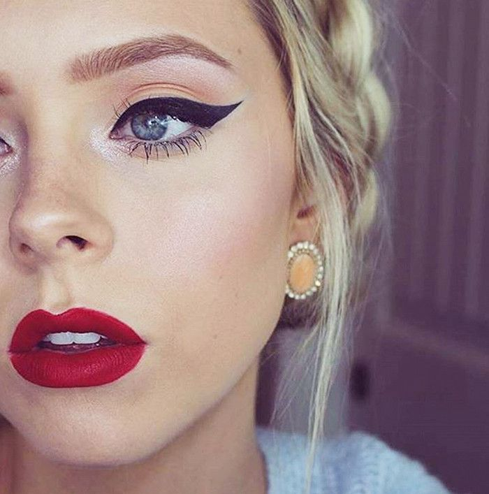 This holiday beauty look proves that red lips and a cat eye never get old
