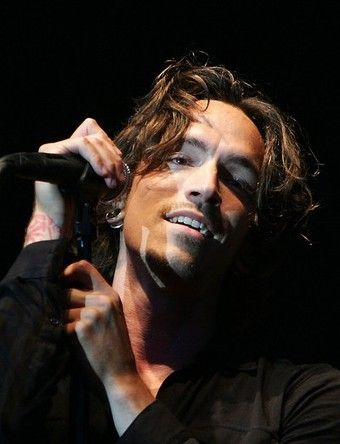 Brandon Boyd, from Incubus.. Such a beautiful, beautiful man.. Mmmm