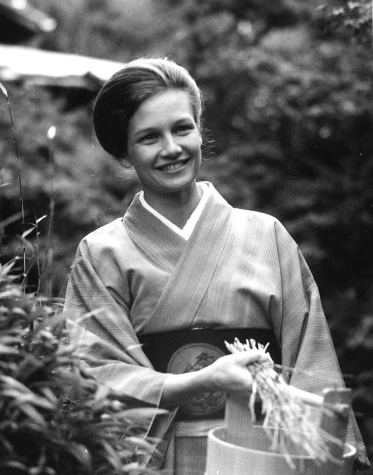Bonnie Mitchell, a practitioner of the Japanese chanoyu tea ceremony, was featured in the KCTS documentary on the incorporation of the Japanese aesthetic into life in the Pacific Northwest.