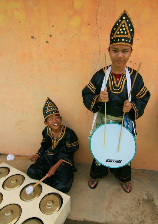 Two Minang kids playing traditional Minangkabau's music in Sanjay Villay, Bukittinggi. Photo by Indra Febriansyah.