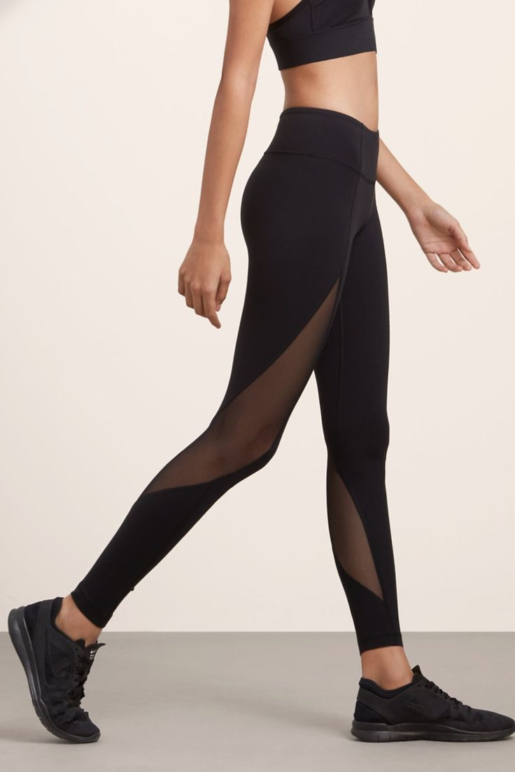 Technical leggings with breathable mesh and quick-dry technology.