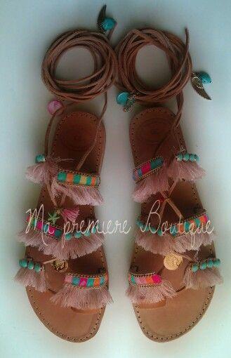 Boho δερμάτινα χειροποίητα σανδάλια με φλουριά, πολύχρωμες τρεσες, ημιπολυτιμες…