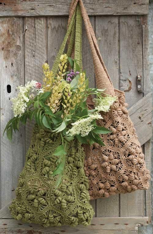 No pattern found for these beautiful crocheted bags. Mostly pinned for inspiration.
